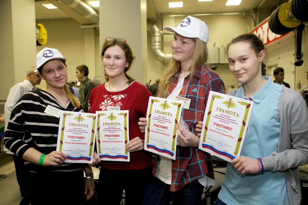 47 работников торговли получили награды к профессиональному празднику